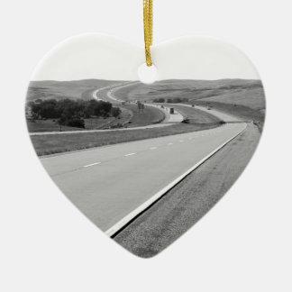 Carretera con curvas adorno navideño de cerámica en forma de corazón