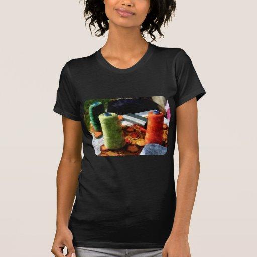 Carretes grandes del hilo t shirt