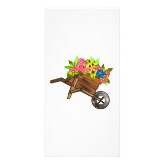 Carretilla por completo de flores tarjeta fotografica personalizada