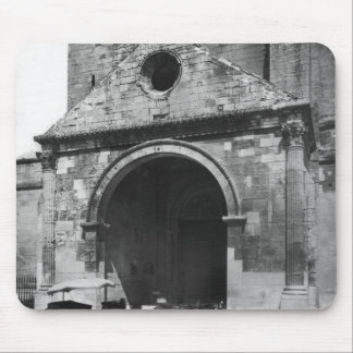 Carriage Waiting before porch of cathedral Mouse Pad