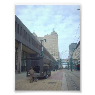 Carril del metro y edificio de la libertad en el b fotografía