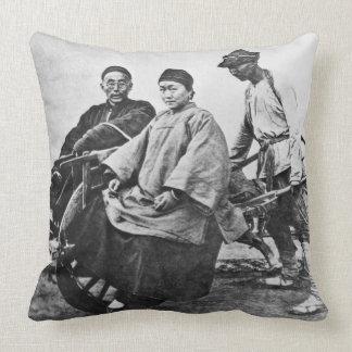 Carrito chino, c.1870 (foto de b/w) almohada