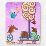 Carro con el árbol y el banco mágicos tapetes de ratón