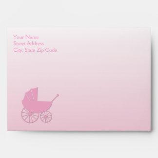 Carro de bebé en sistema rosado de la fiesta de bi