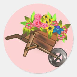 Carro de la carretilla llenado de las flores pegatinas redondas