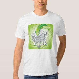 Carro de la compra del supermercado camisas