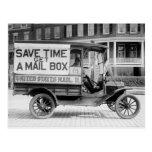 Carro motorizado del correo por el departamento de tarjetas postales