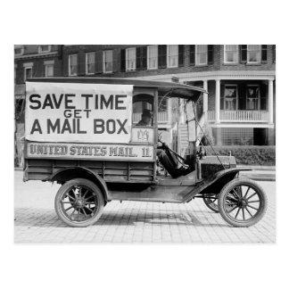 Carro motorizado del correo por el departamento de tarjeta postal