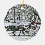 Carro traído por caballo en New York City Ornamentos De Navidad