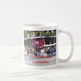 Carro traído por caballo taza de café