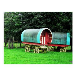 Carros coloridos.  Pueblo de Bunratty, Irlanda Postales
