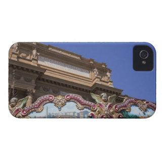 carrusel decorativo pintado con las imágenes de iPhone 4 fundas