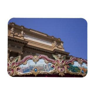 carrusel decorativo pintado con las imágenes de iman