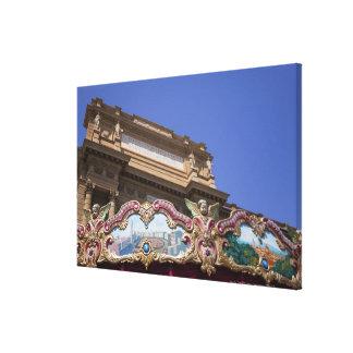 carrusel decorativo pintado con las imágenes de impresiones en lienzo estiradas