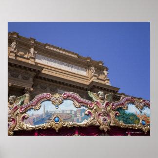 carrusel decorativo pintado con las imágenes de póster