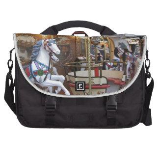 Carrusel del parque de atracciones del vintage bolsas para portatil