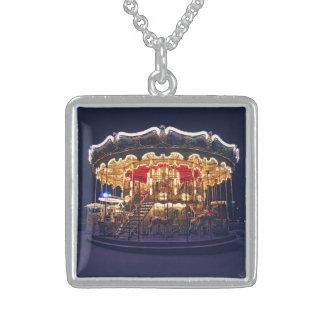 Carrusel en París Collar Personalizado