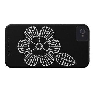 Carta del ganchillo de la flor y de la hoja (negro funda para iPhone 4 de Case-Mate
