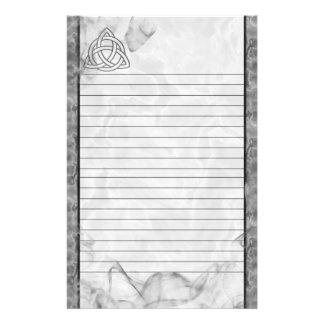 Cartabón de plata de Triquetra alineado Papelería De Diseño