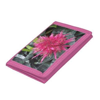 Cartera de tres pliegues rosada con diseño de la f