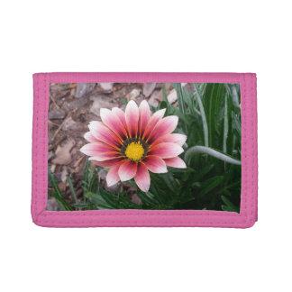 Cartera de tres pliegues rosada de la flor