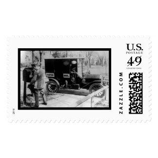 Cartero y camión 1919 de USPS Envio