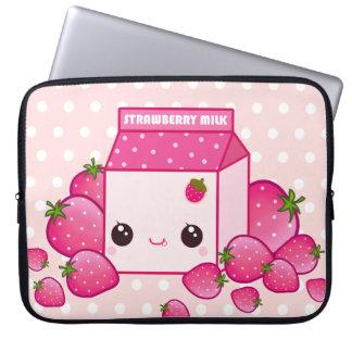 Cartón rosado lindo de la leche con las fresas del funda ordendadores