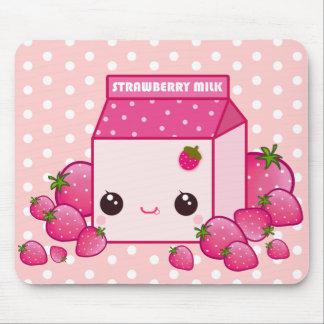 Cartón rosado lindo de la leche con las fresas del tapete de ratón
