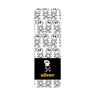 Cartoon Pirate Skulls & Bones Party Labels