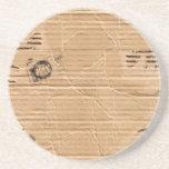 Cartulina dañada vieja de Brown con los sellos y l Posavasos Cerveza