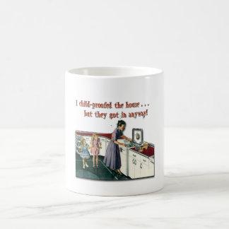 Casa a prueba de niños tazas de café