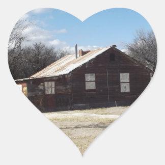 Casa abandonada del fantasma pegatina en forma de corazón