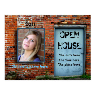 Casa abierta de la pared de ladrillo azul de la pu tarjeta postal