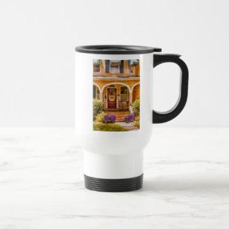 Casa - abuela que visita tazas de café