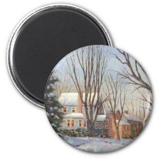 Casa azul en invierno imán redondo 5 cm