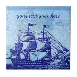 Casa azul vieja de la nave y de playa del mapa azulejo cuadrado pequeño