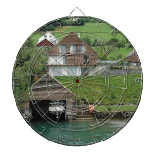 Casa barco de casas en cuesta cerca del lago tabla dardos