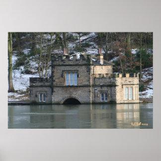 Casa barco de Newmillerdam atrapada por el lago co Impresiones
