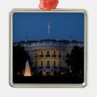 Casa Blanca del navidad en el ornamento de la Adorno Cuadrado Plateado