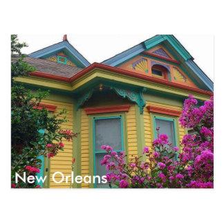 Casa colorida en la postal de New Orleans