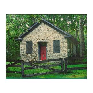 Casa con cochera entre árboles cuadro de madera