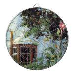Casa con una ventana salediza en el jardín tabla dardos