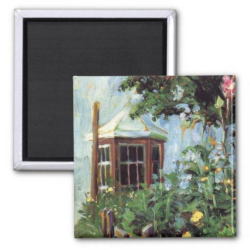 Casa con una ventana salediza en el jardín imán cuadrado