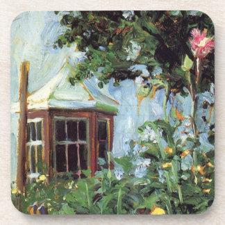 Casa con una ventana salediza en el jardín posavasos de bebidas