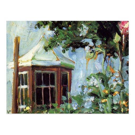 Casa con una ventana salediza en el jardín postal