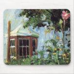 Casa con una ventana salediza en el jardín alfombrilla de raton