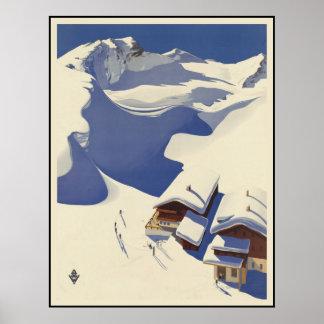 Casa de campo del esquí de Austria en las montañas Póster