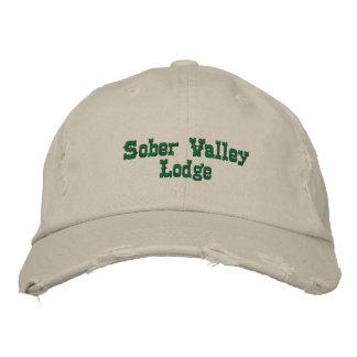 Casa de campo sobria del valle gorras bordadas