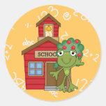 Casa de la escuela de la rana pegatina redonda