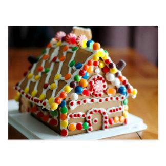 Casa de pan de jengibre colorida del navidad postal